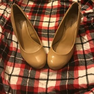 6.5 size Nude Patent Leather Wedge